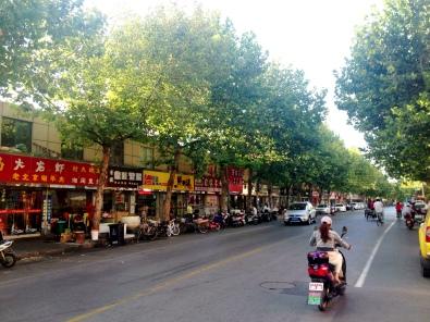 Another Hongkou street... Jipu Road, Hongkou